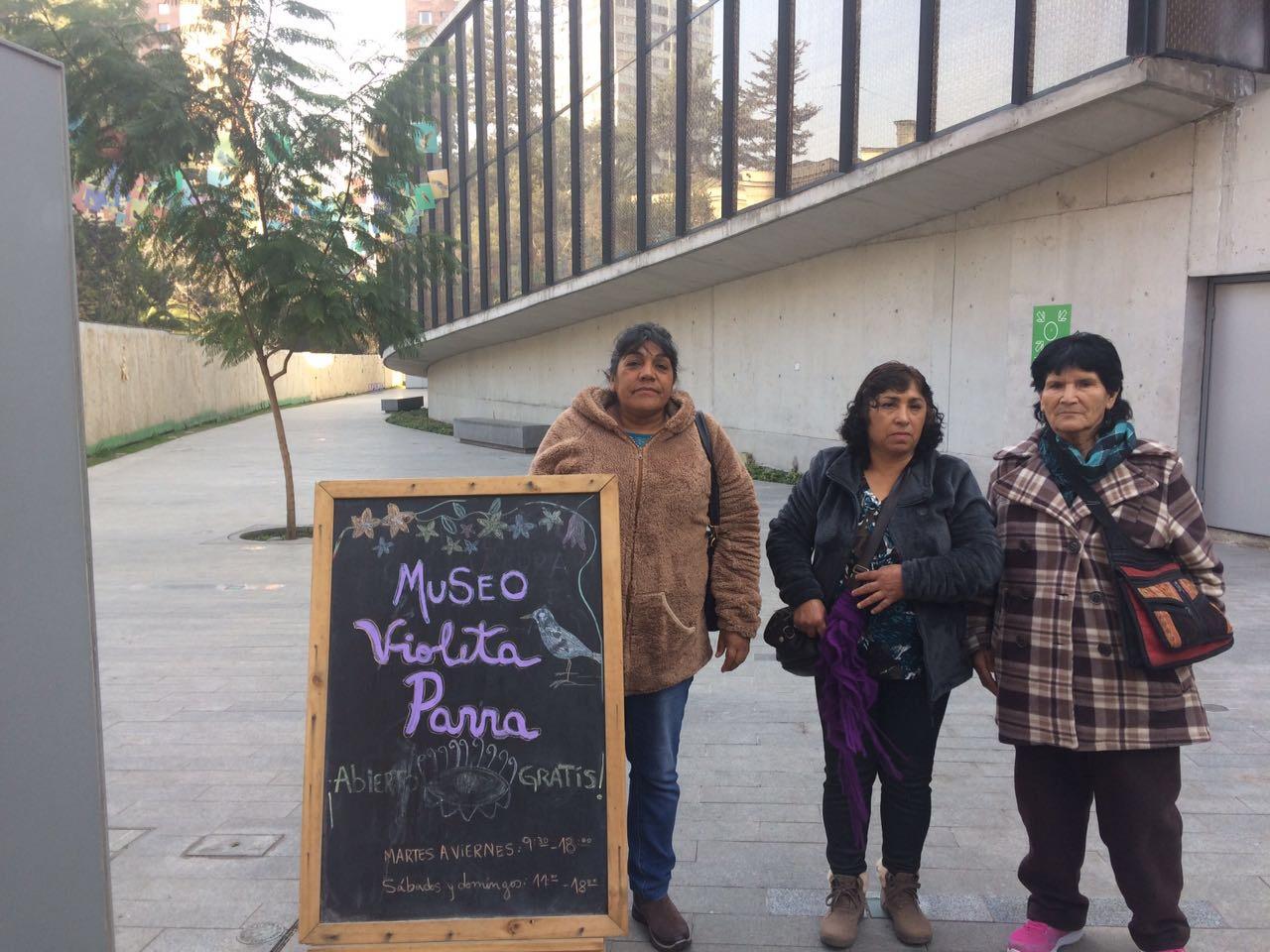 Tres artesanas textileras de Alto del Carmen realizan pasantía en Santiago