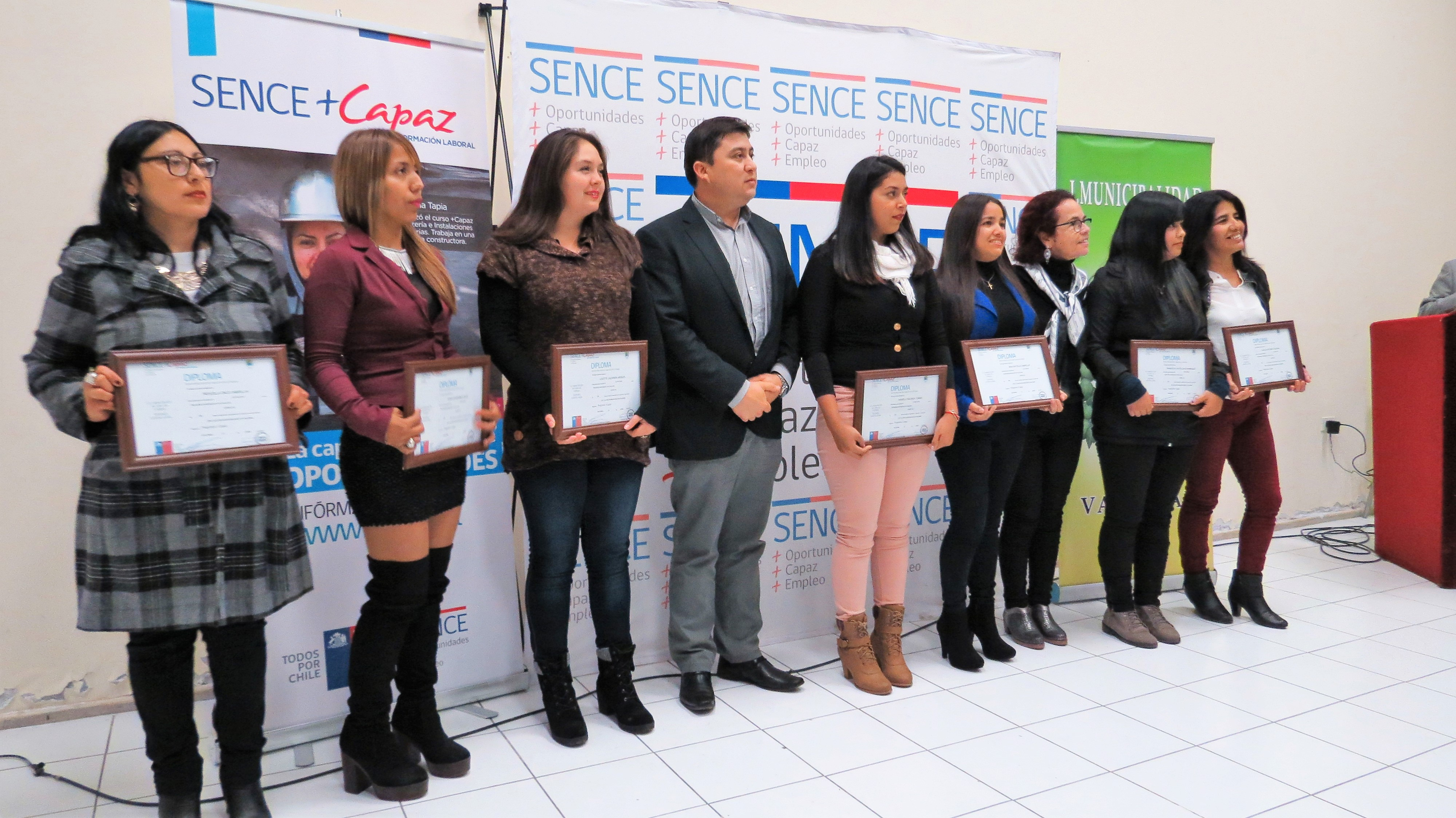 Certifican a 48 mujeres en Curso de Cajera realizado por Sence y el Municipio de Vallenar