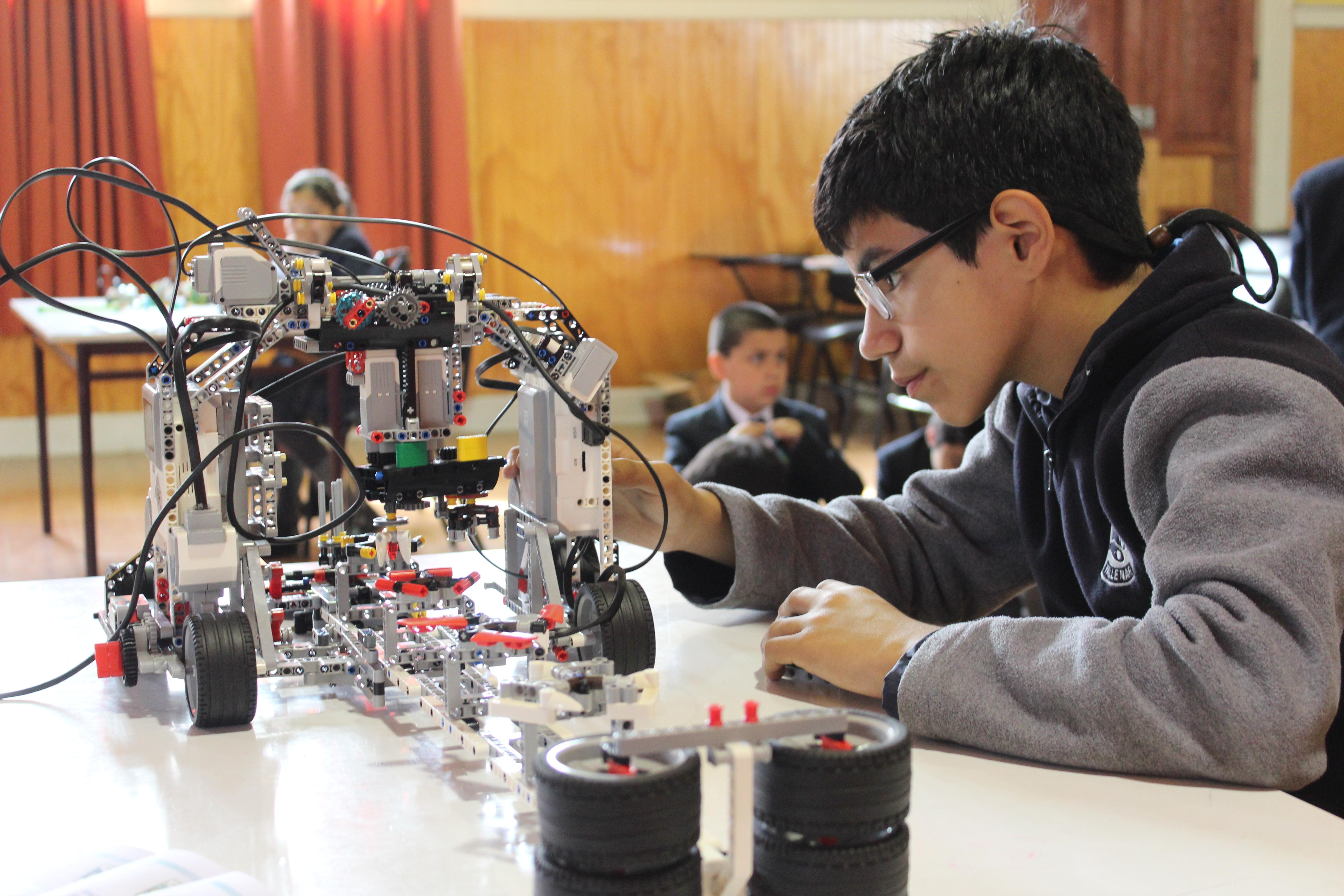 Exposición de robótica organizaron alumnos de la escuela Ignacio Carrera Pinto de Vallenar