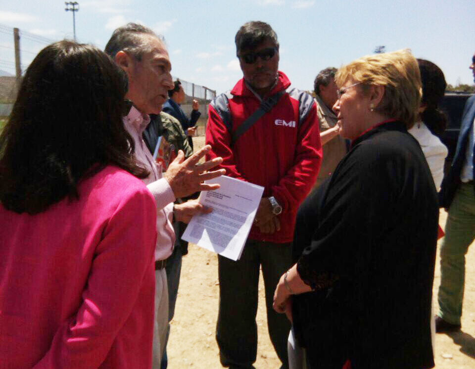 Trabajadores que solicitan pago de deudas de InterChile entregan carta a Presidenta Bachelet