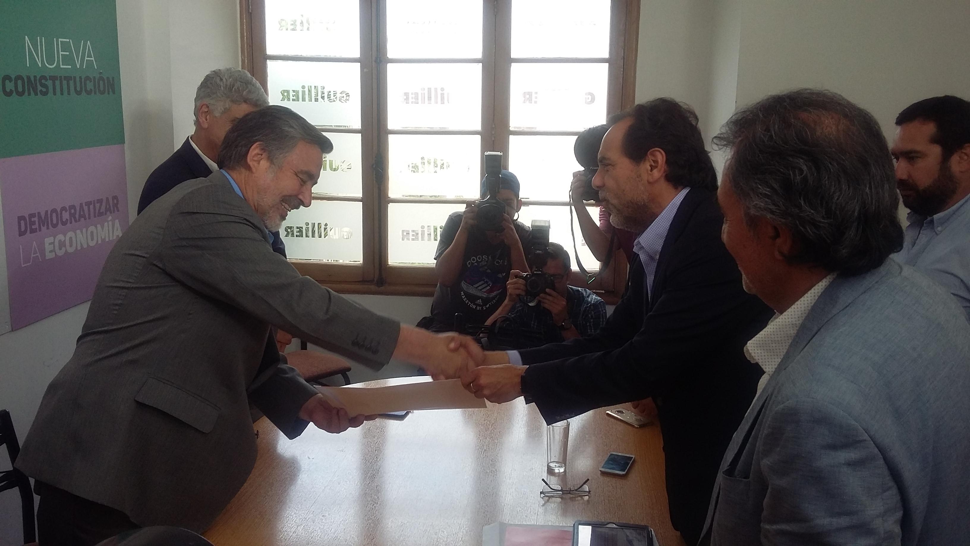 Partido de Jaime Mulet entrega apoyo oficial a candidato Alejandro Guillier