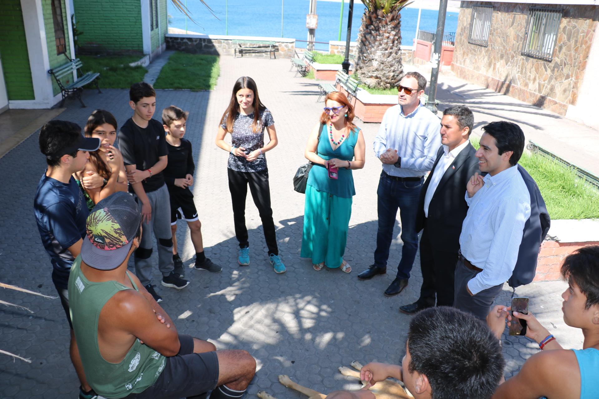 Gobierno entrega recursos a jóvenes deportistas de Huasco