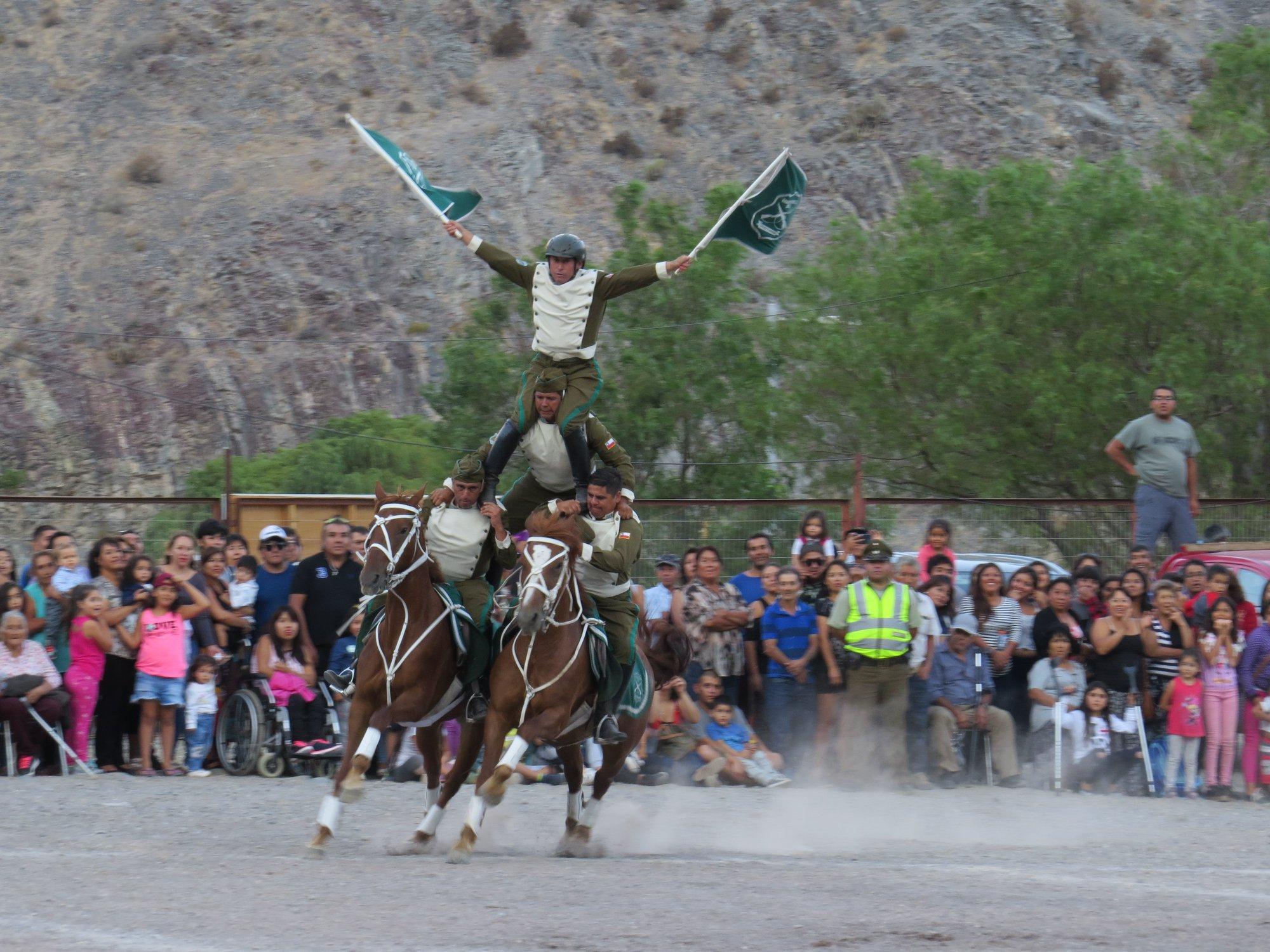 Acrobacias y piruetas de los jinetes junto a sus caballos se tomaron el estadio de Alto del Carmen
