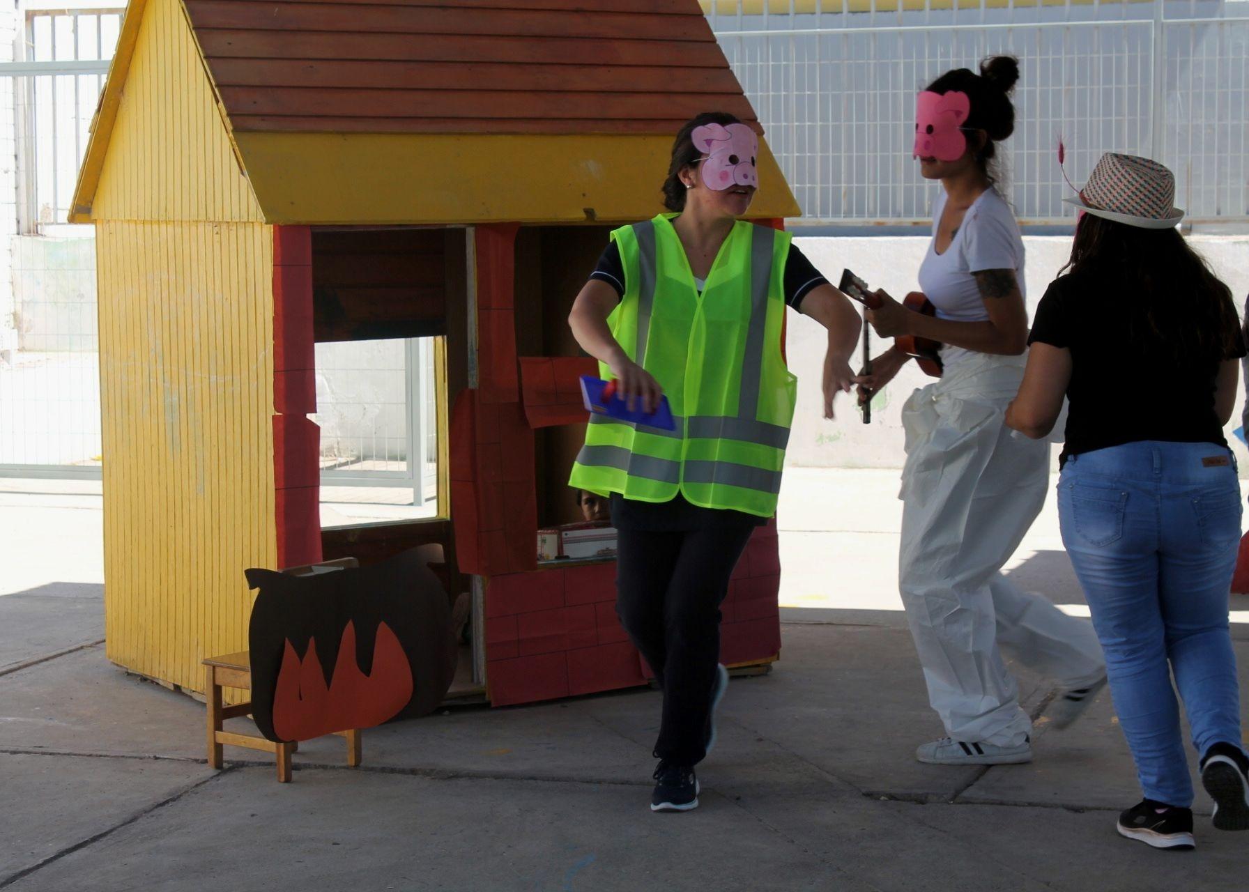 Párvulos disfrutan de obra de teatro en el programa Vacaciones en Mi Jardín