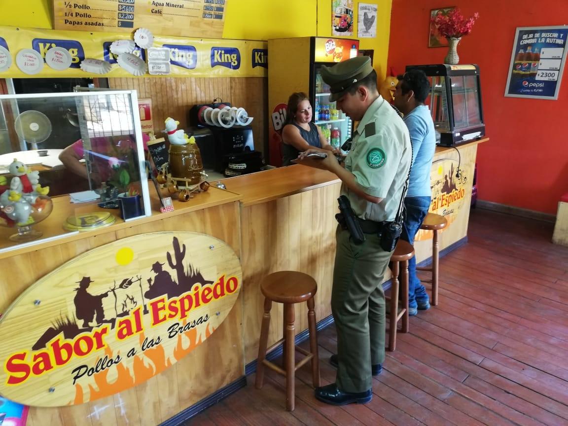 CARABINEROS DIFUNDE MEDIDAS PREVENTIVA EN LOCALES COMERCIALES DE VALLENAR