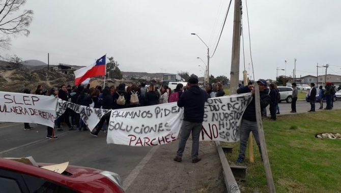 Interrumpen ruta a Huasco por incumplimientos de SLEP en escuela Mireya Zuleta