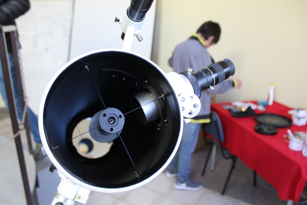 Escuela Hermanos Carrera de Vallenar se prepara y orienta a toda su comunidad educativa para el Eclipse Solar del próximo 2 de julio