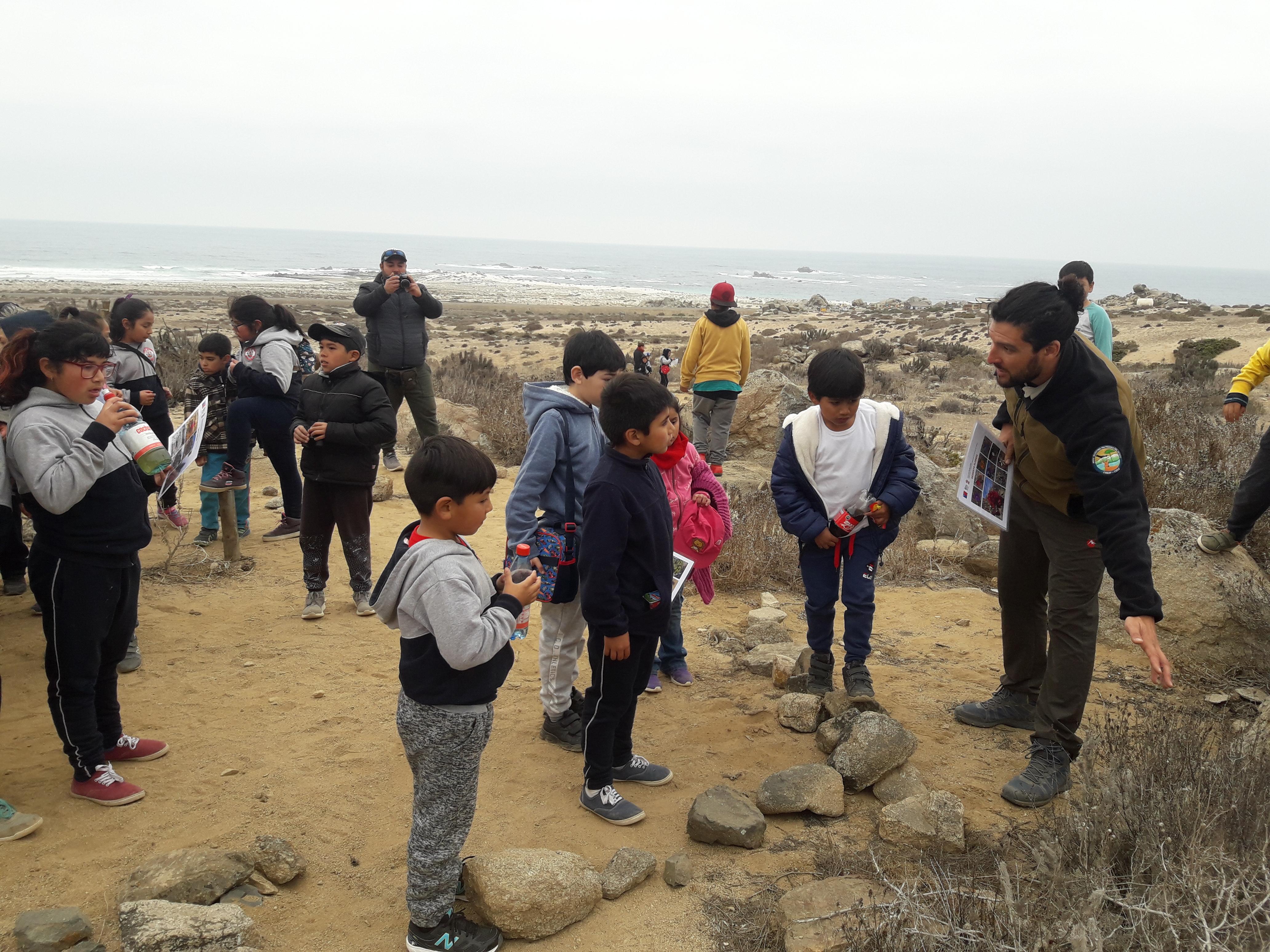 Escuelas de Canto del Agua y Carrizal Bajo visitan el Parque Nacional Llanos de Challe