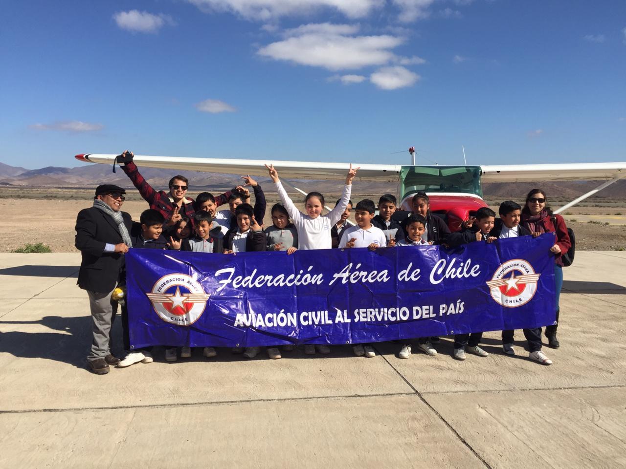 """Alumnos de escuelas rurales del Huasco fueron """"pilotos por un día"""""""