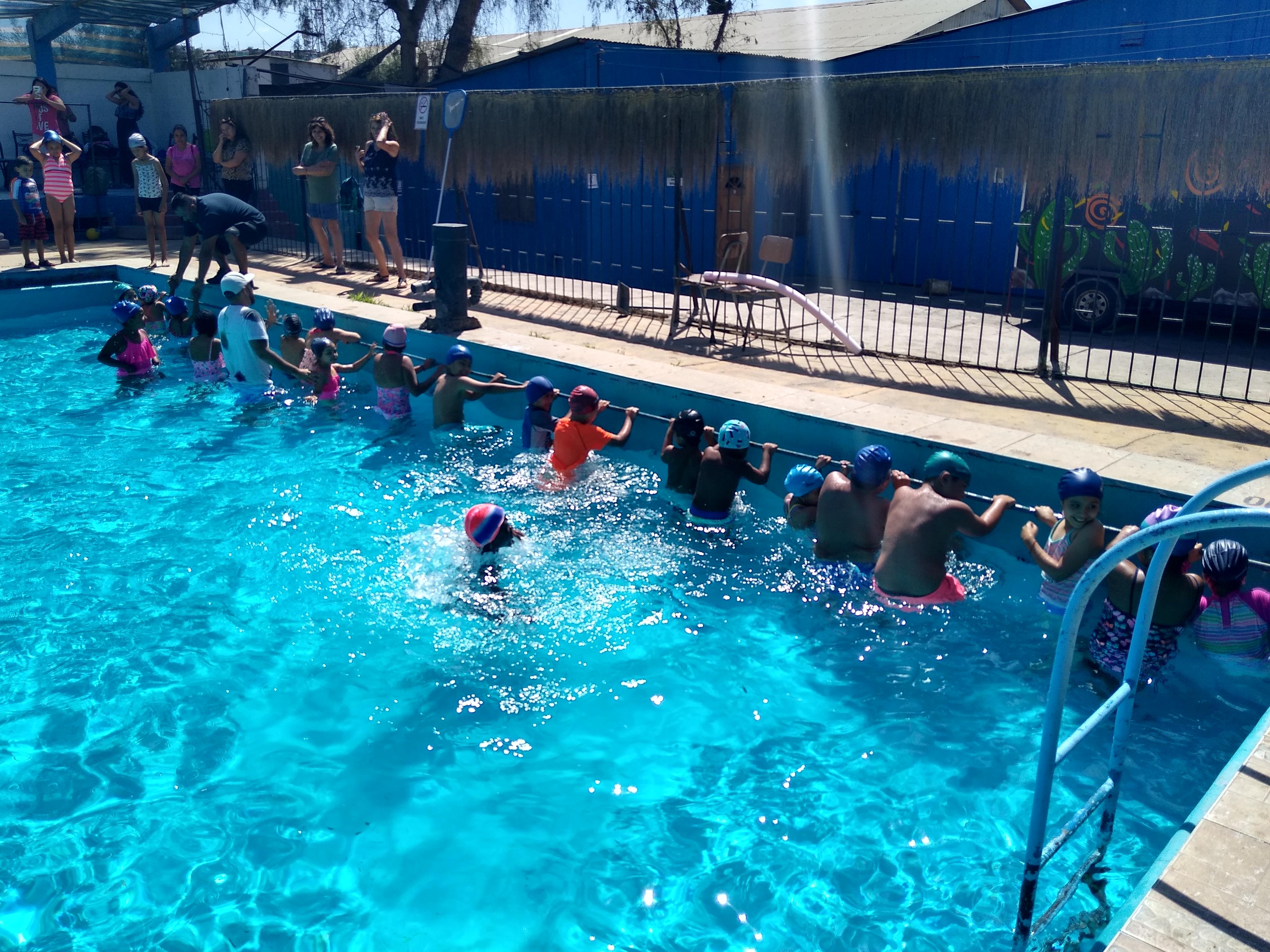 Comenzaron las clases gratuitas de natación en Vallenar