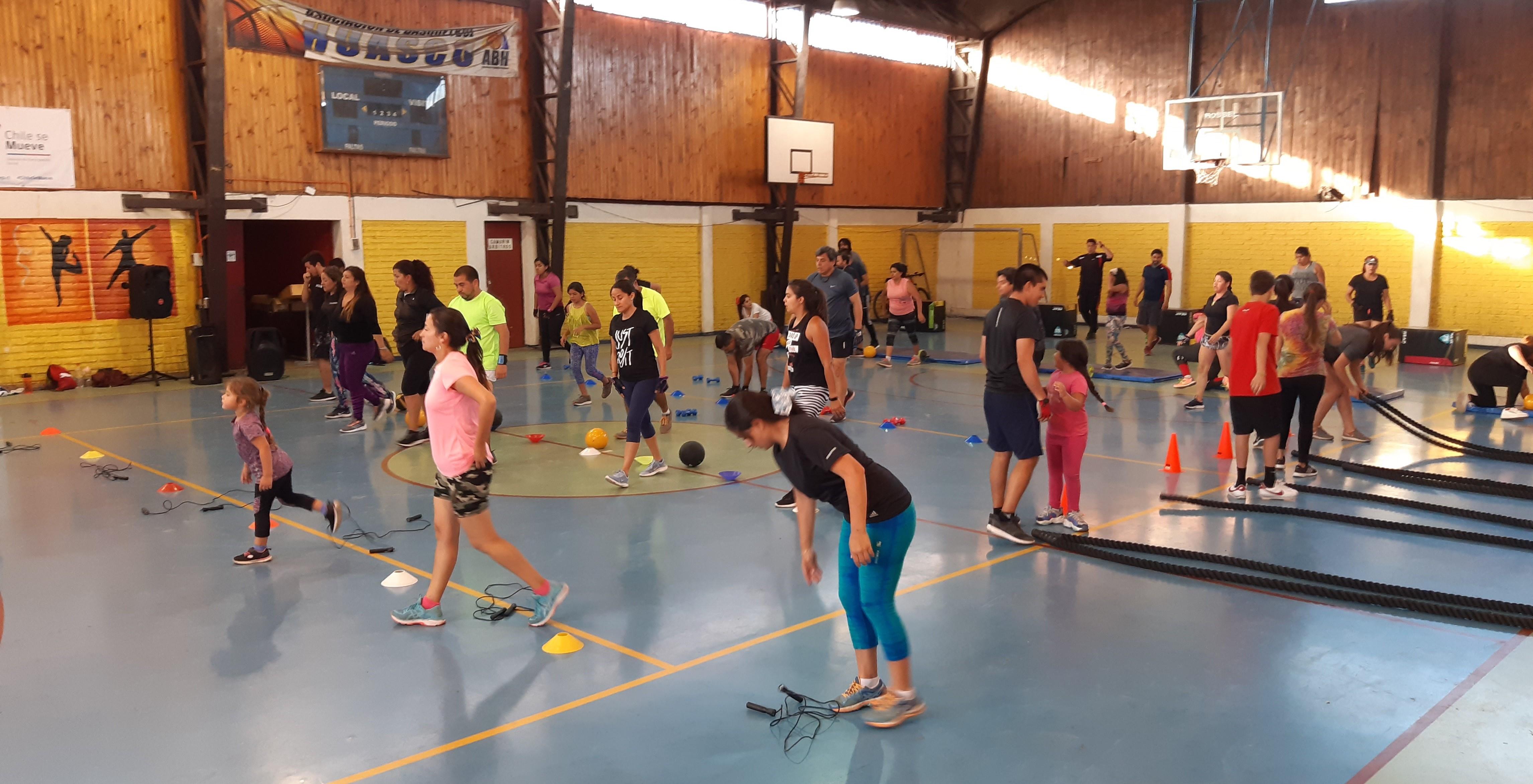 Adiós al sedentarismo: AES Gener fomenta el deporte en Huasco apoyando el entrenamiento funcional