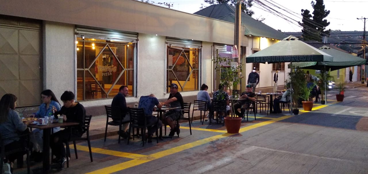 Locatarios y vecinos valoran apertura de locales de comida en Vallenar