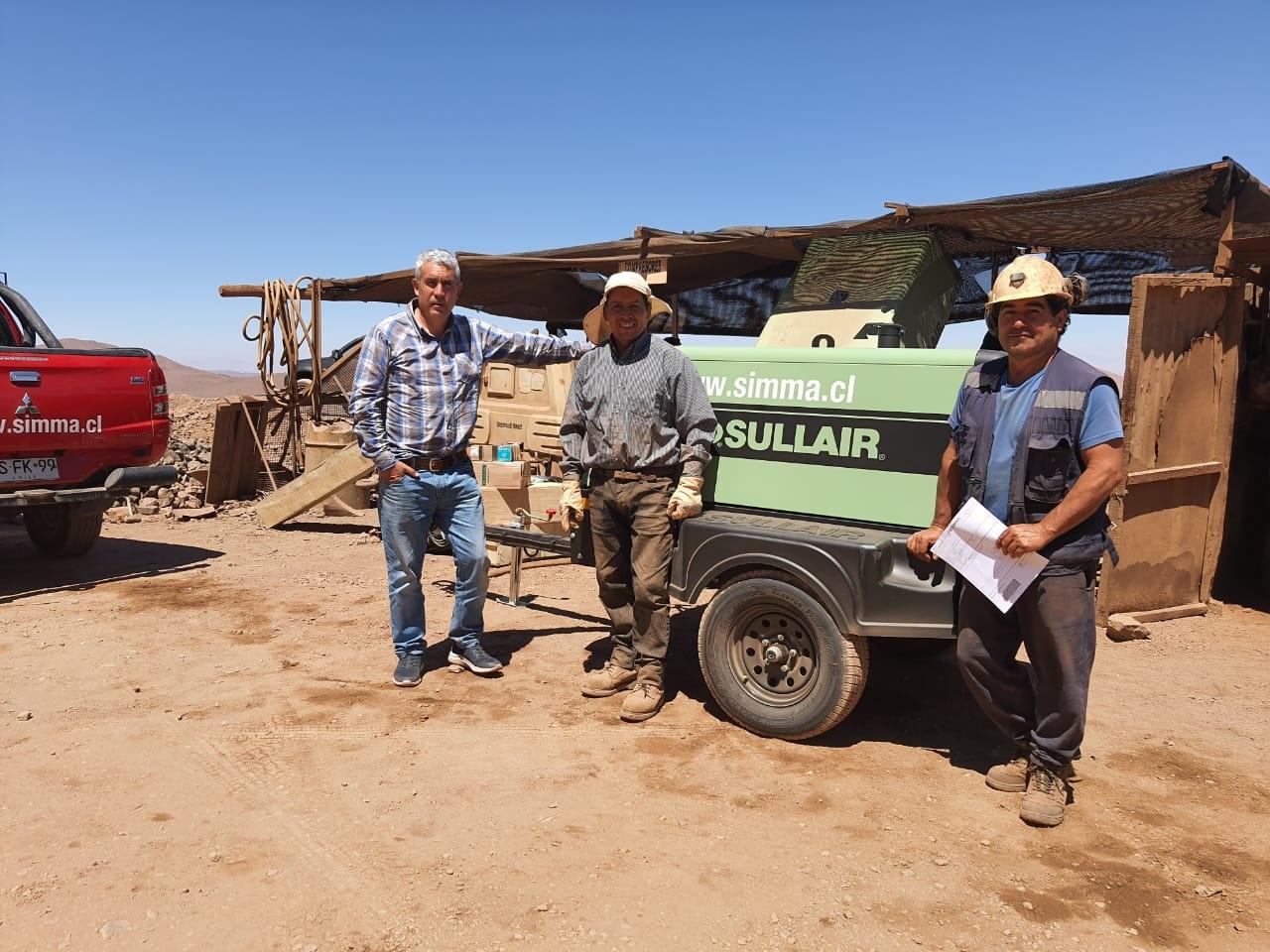 Productores mineros de Atacama reciben minicargadores y compresores para sus faenas