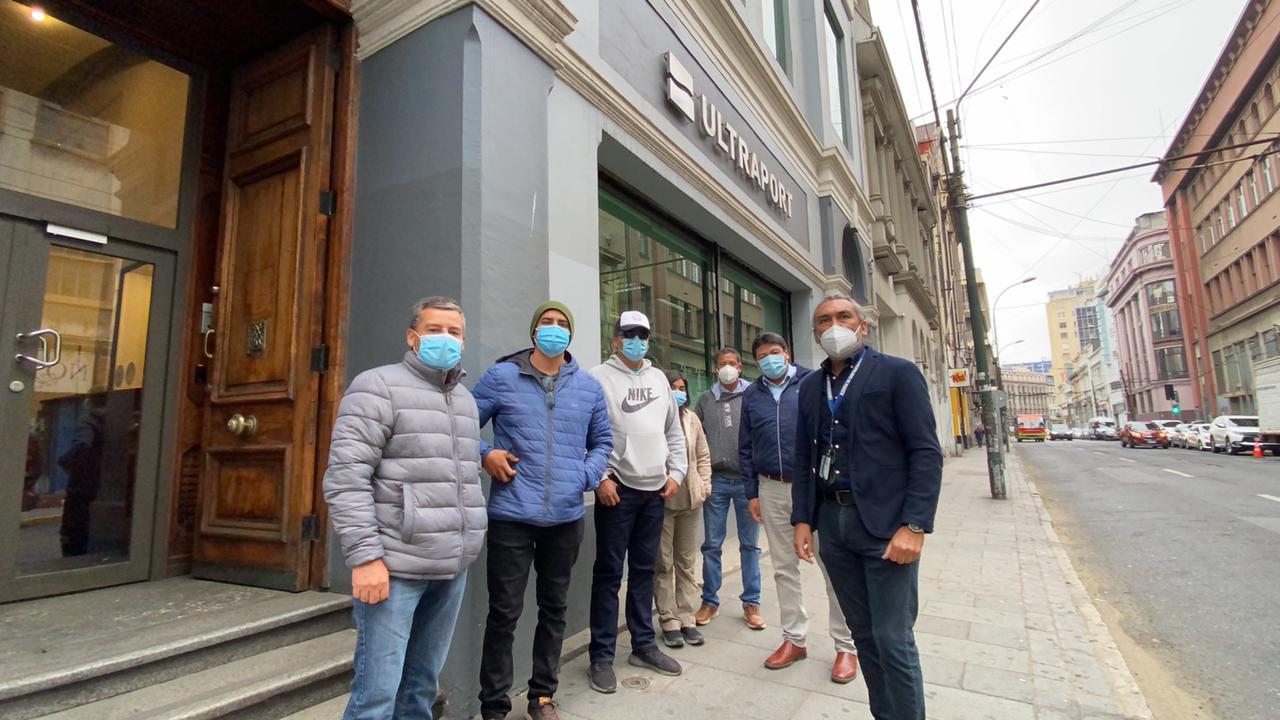 Dirigentes de Axinntus llegan a Valparaíso para buscar soluciones con gerencia de la empresa