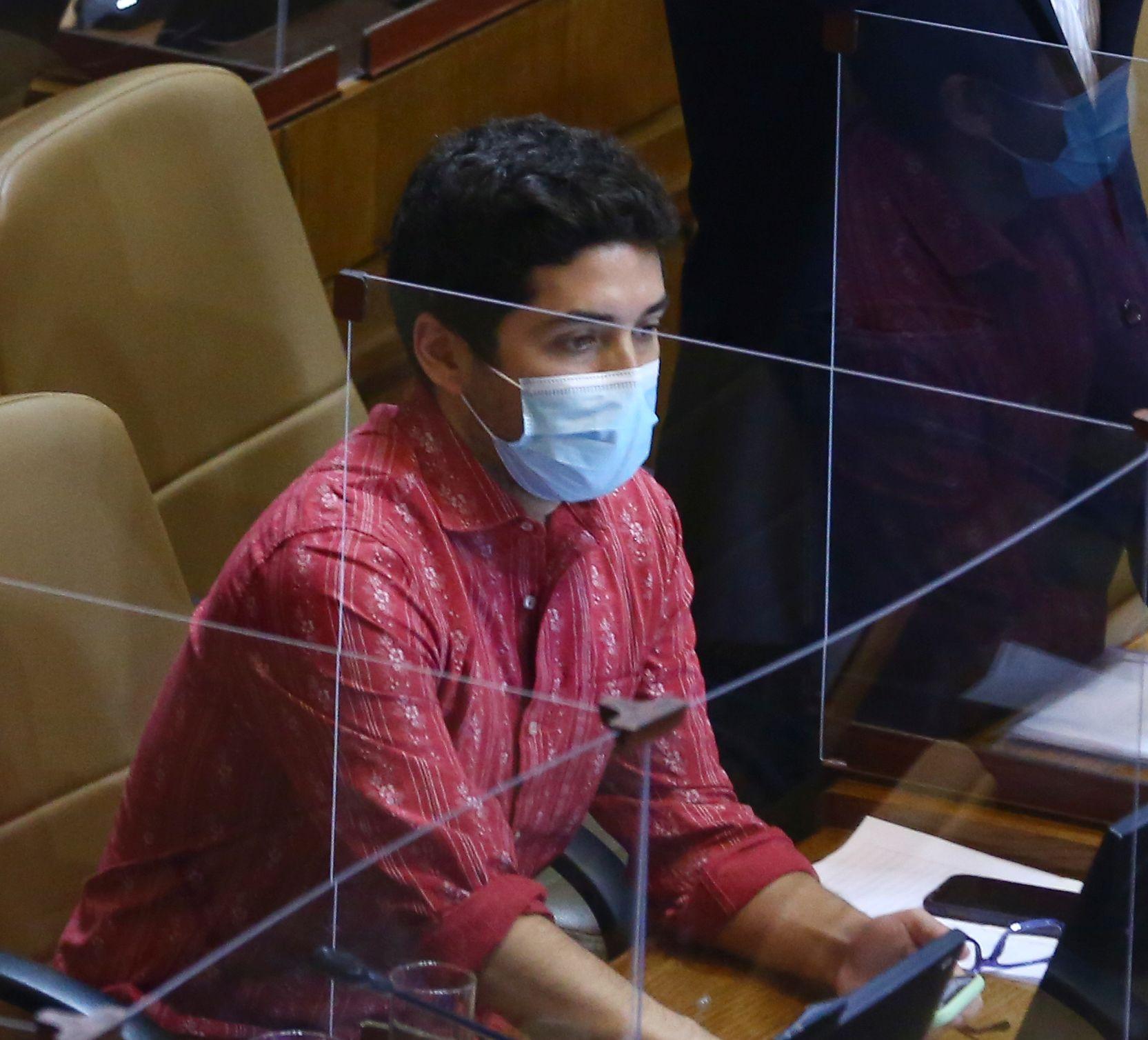 Diputado Santana plantea ampliar a todas las edades la vacunación contra el coronavirus