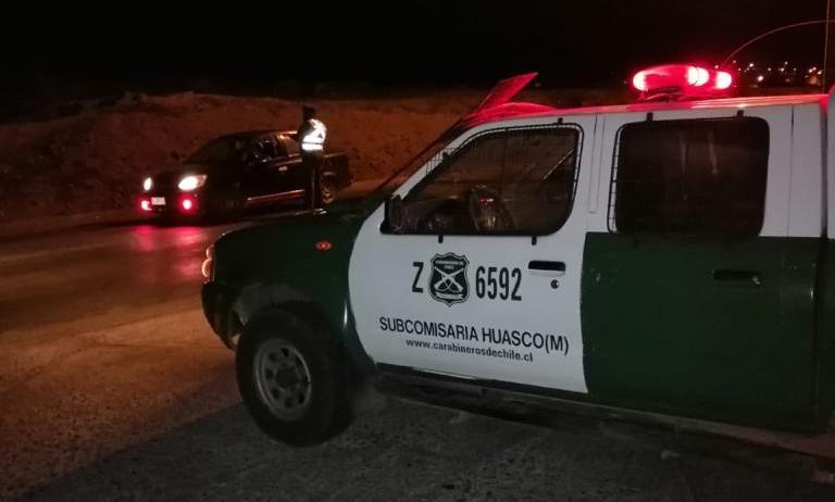 Huasco: Sujetos que fueron fiscalizados, agreden a Carabineros y luego se dieron a la fuga