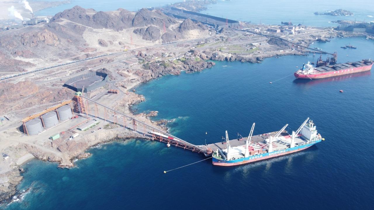 Puerto Las Losas culmina exitosa descarga de aerogeneradores para proyectos eólicos en Atacama