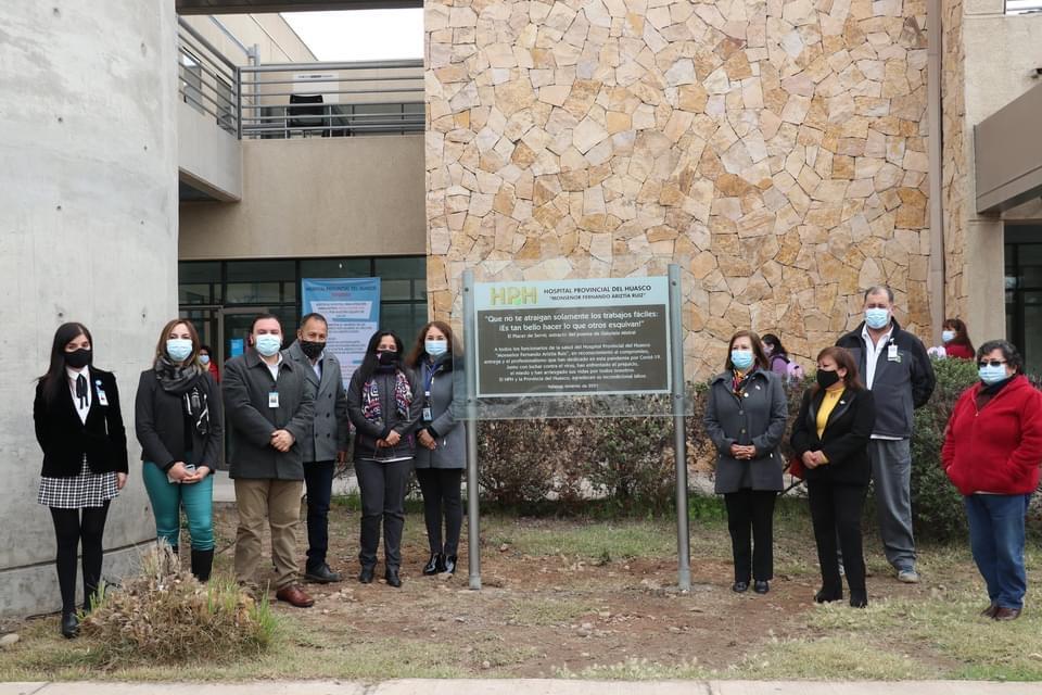 HPH celebra aniversario 14 con placa de reconocimiento para sus funcionarios por labor en pandemia