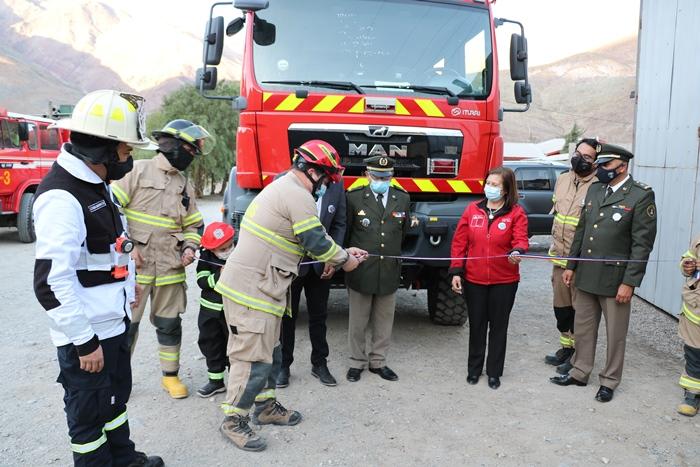 Compañía de bomberos de Alto del Carmen cuenta con moderno camión  para labores de emergencia