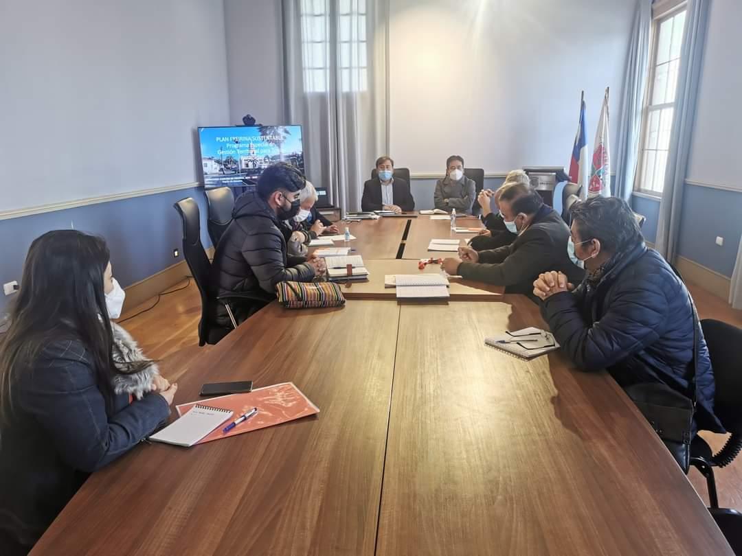 Gobernador de Atacama se reúne con alcalde de Freirina y concejo municipal para iniciar plan de trabajo en la comuna