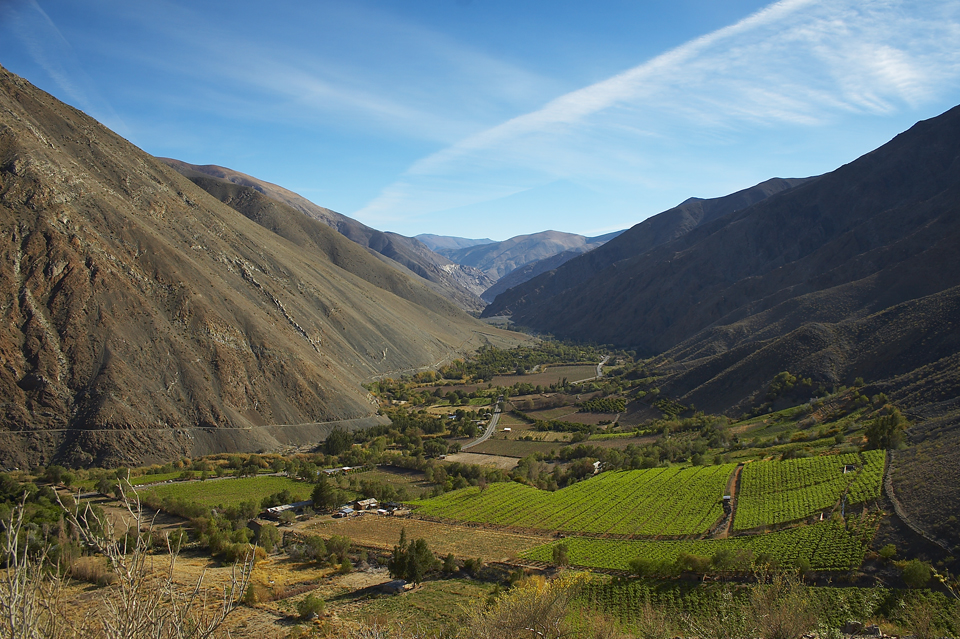 Gobernador de Atacama y Alcalde de Alto del Carmen comprometen programa para ejecutar obras de saneamiento y hacer de la comuna la capital del ecoturismo