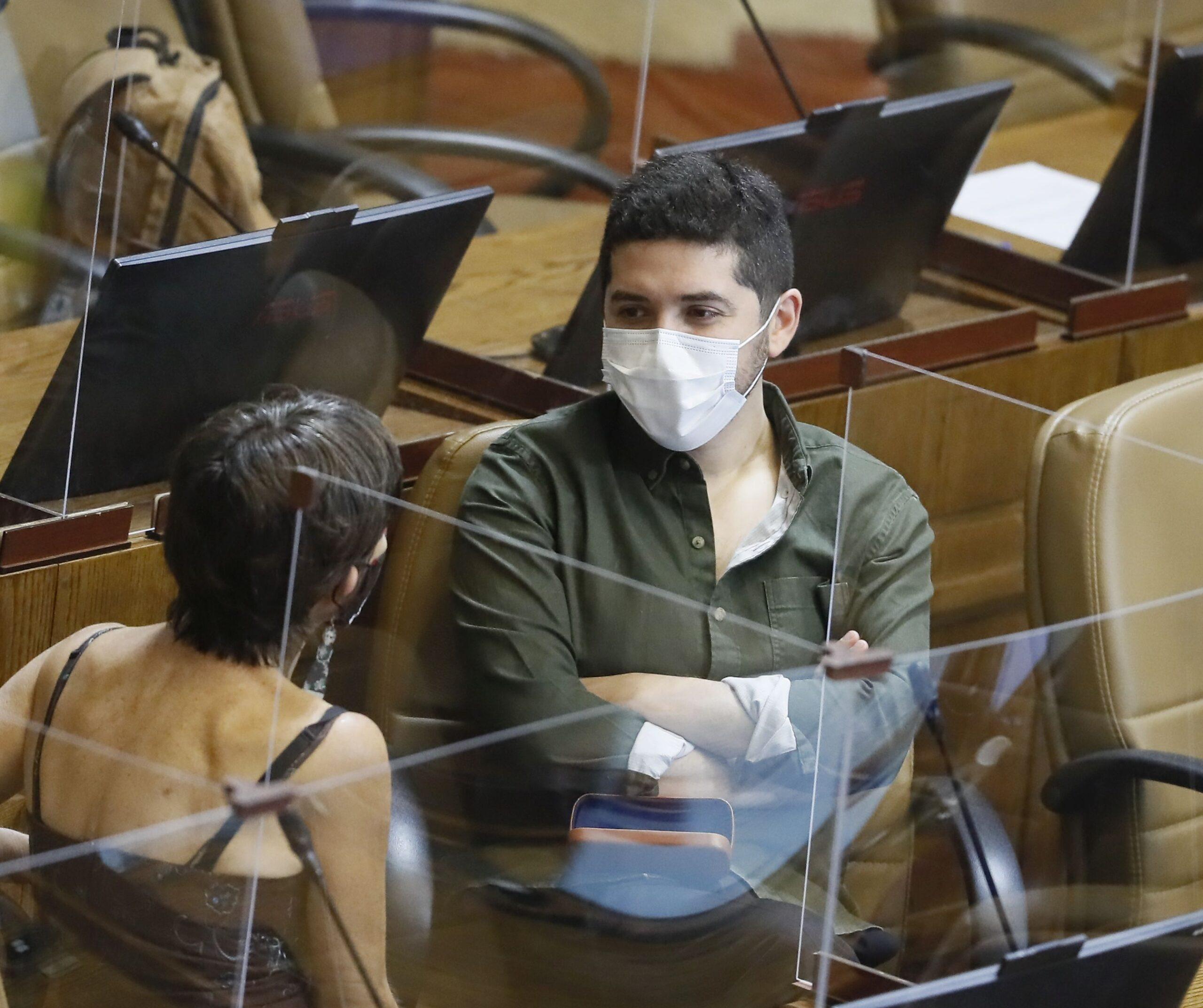 Santana denunció ante Fiscalía Nacional Económica posibles irregularidades en alza de precios