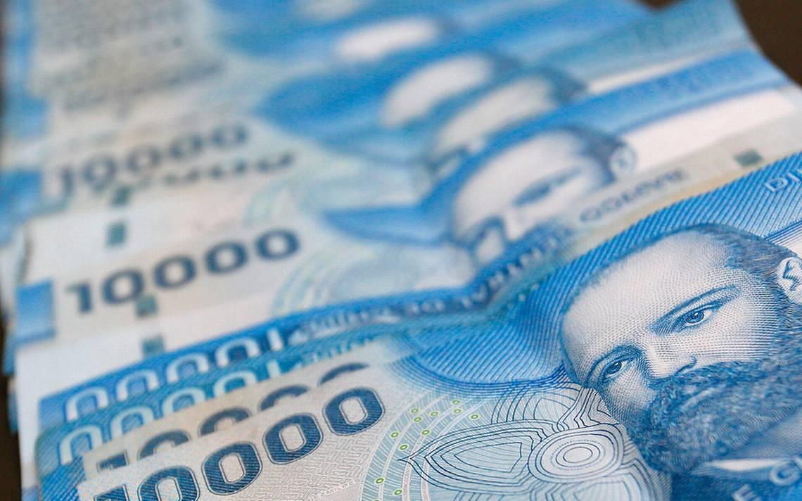 Gobierno da inicio a postulaciones del IFE Laboral junto a trabajadora que recibirá el nuevo incentivo al empleo